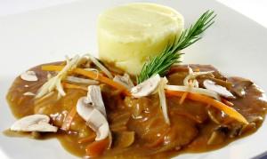 escalop-de-porc-cu-ciuperci-si-piure-de-cartofi