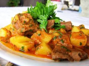 tocanita-de-cartofi-cu-carne-de-porc_014ed52b949f8c