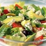 salata-greceasca-din-pui-si-avocado